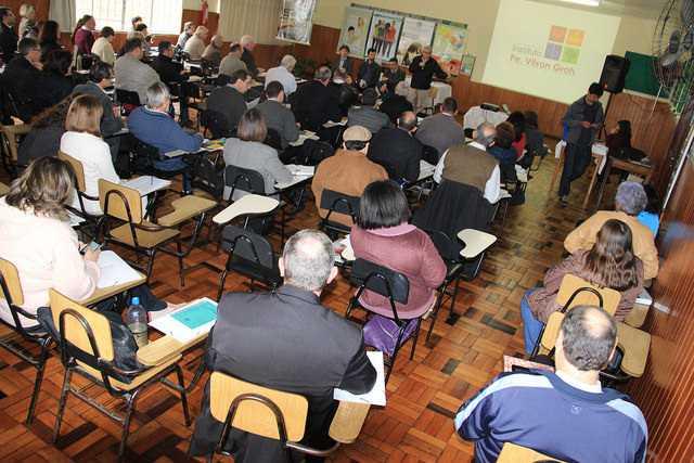 Instituto Vilson Groh na 47 Assembleia Regional de Pastoral da CNBB Regional Sul 4