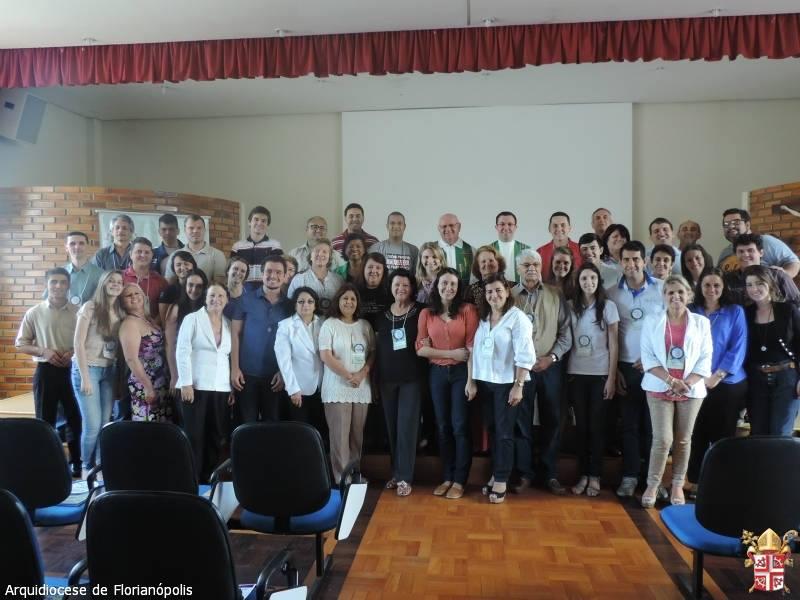 Comunicadores de dioceses e movimentos relacionados com a Pascom em foto oficial (Foto: Pascom/Divulgação)