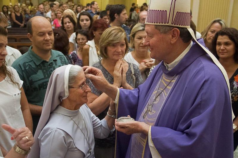 Dom Inácio Flach, bispo de Criciúma pediu que cristão levem à sério a quaresma e fiquem abertos ao serviço