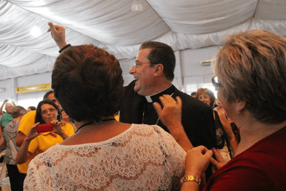 Um pastor no meio do povo: dom Onécimo declarou amor à diocese de Rio do Sul (Foto: Diocese de Criciúma/Divulgação)