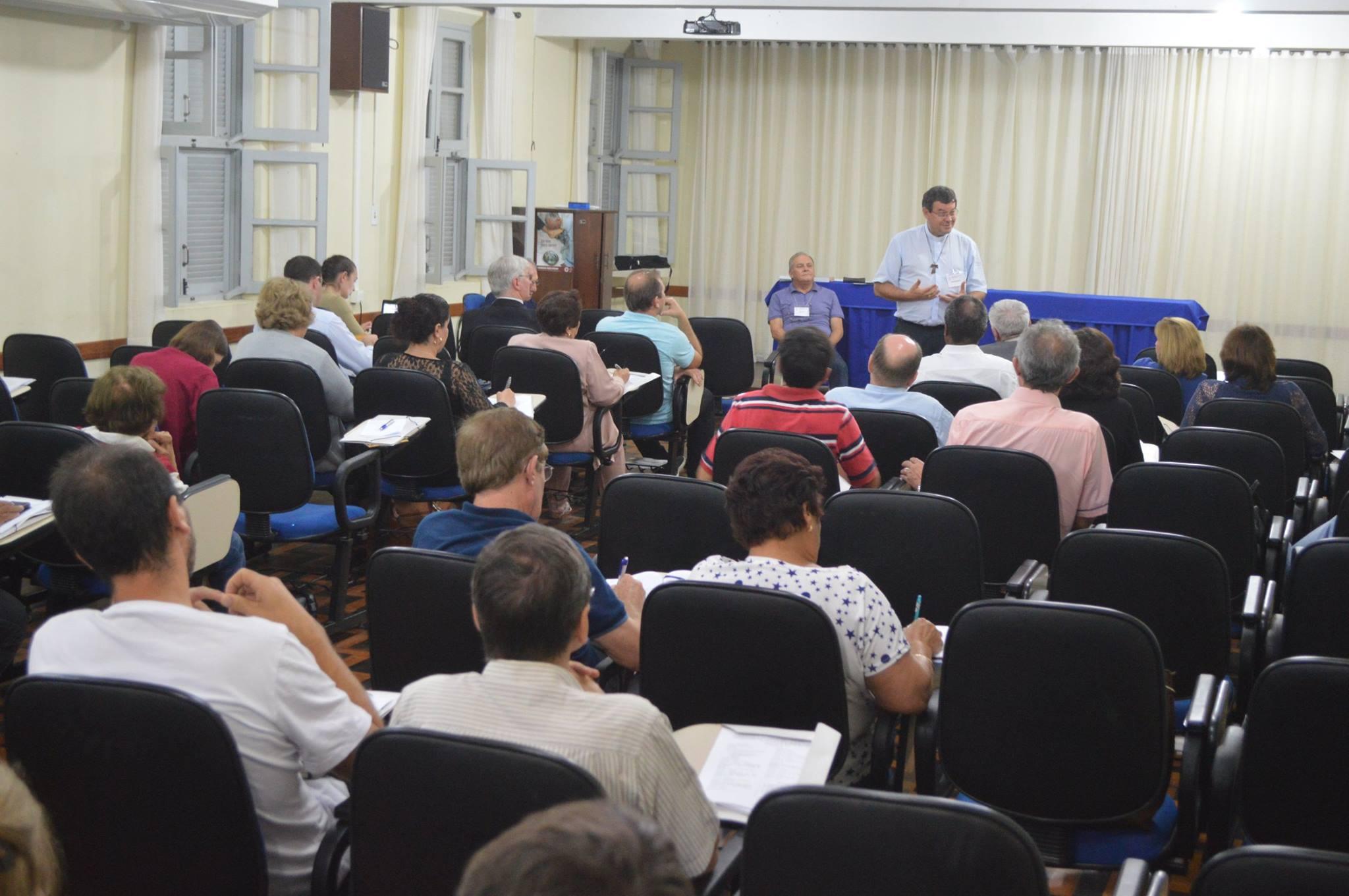 Dom Severino Clasen elogiou a qualidade da discussão sobre o estudo 107 da CNBB (Foto: Daiane Servo/Diocese de Chapecó)