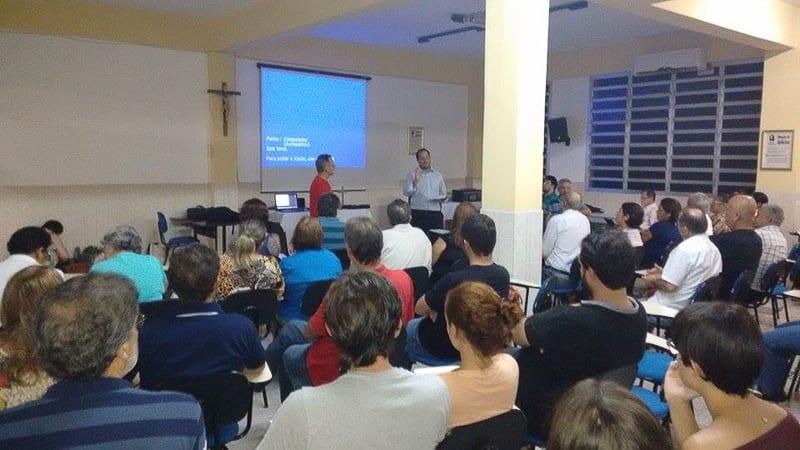 Padre Ângelo Bússolo (esquerda) e o advogado Clésio Moraes apresentaram a proposta da coalizão (Foto: Rodrigo Szymanski)