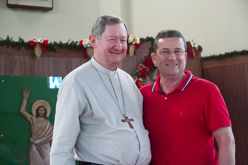 Dom Alberton (direita) foi padre em Criciúma que tem dom Flach como bispo (Foto: Diocese de Criciúma/Divulgação)