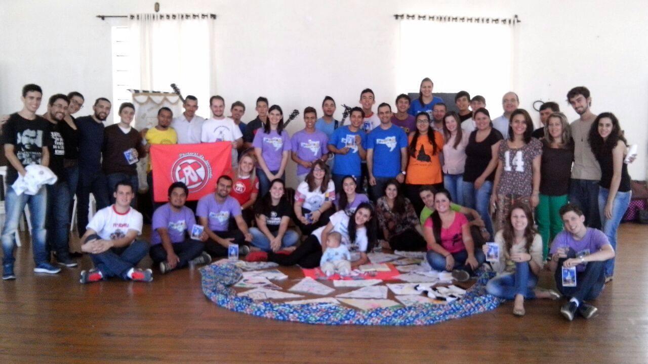 Líderes da missão e líderes das comunidades discutiram os resultados da missão realizada em 2014 (Foto: Pastoral da Juventude/Divulgação)