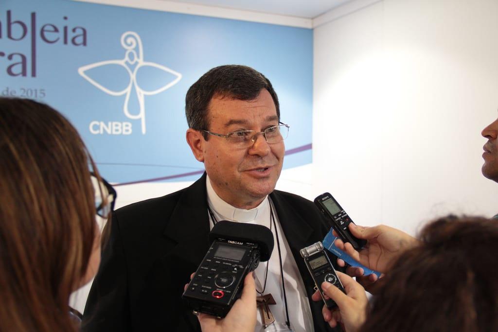 Dom Severino Clasen pediu que leigos e leiga sigam contribuindo como texto ao longo de 2015 (Foto: CNBB/Divulgação)
