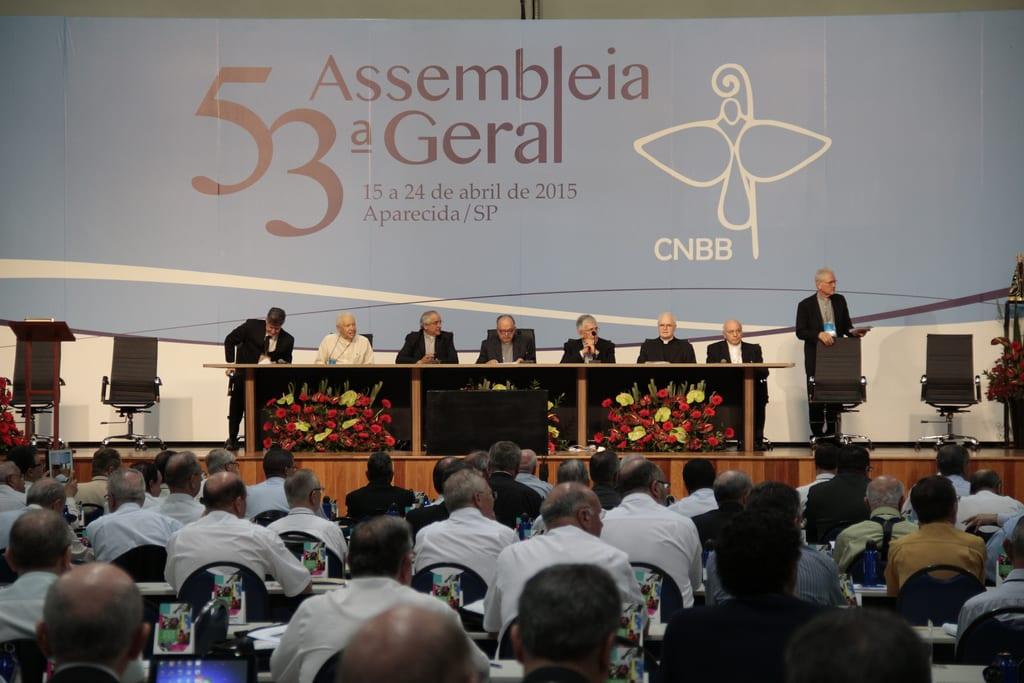 A sessão solene encerrou com a oração do Pai Nosso Ecumênica (Foto: CNBB/Divulgação)