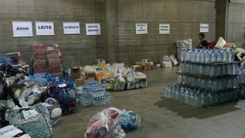 Diocese sugeriu que doações de mantimentos sejam feitos na Defesa Civil (Foto: Defesa Civil de SC/Divulgação)