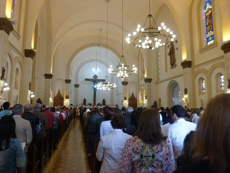 O clero diocesano, religiosos e religiosas e os fiéis lotaram a Catedral na celebração (Foto: Marinês Delazari Varela/Pascom de Joaçaba)