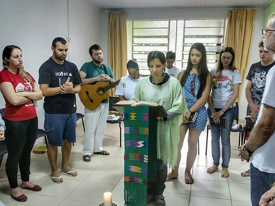 Jovens experimentaram celebrações como parte do aprendizado e da vivência em grupo da escola de liturgia (Foto: Marcelo Luiz Zapelini/CNBB Sul 4)