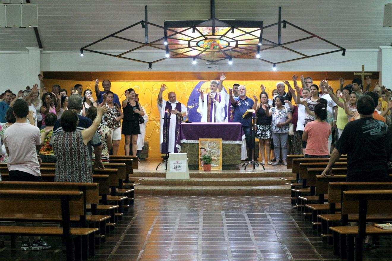 Participantes da Ampliada das CEBs e GRF celebraram com a comunidade São Cristóvão no sábado, 21 (Foto: Marcelo Luiz Zapelini/Agência Sul 4)