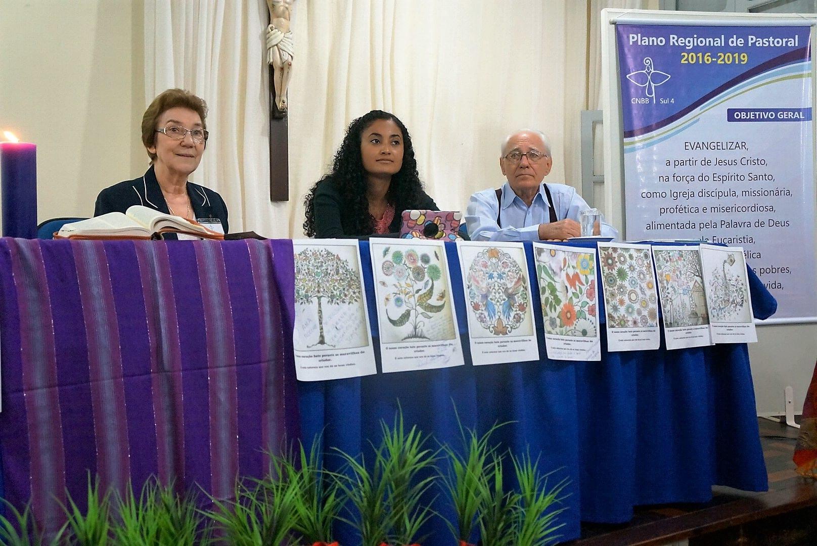 Irmã Rosita Milesi (esquerda) afirmou que apoio aos imigrantes é imperativo humanitário (Foto: Marcelo Luiz Zapelini/CNBB Sul 4)