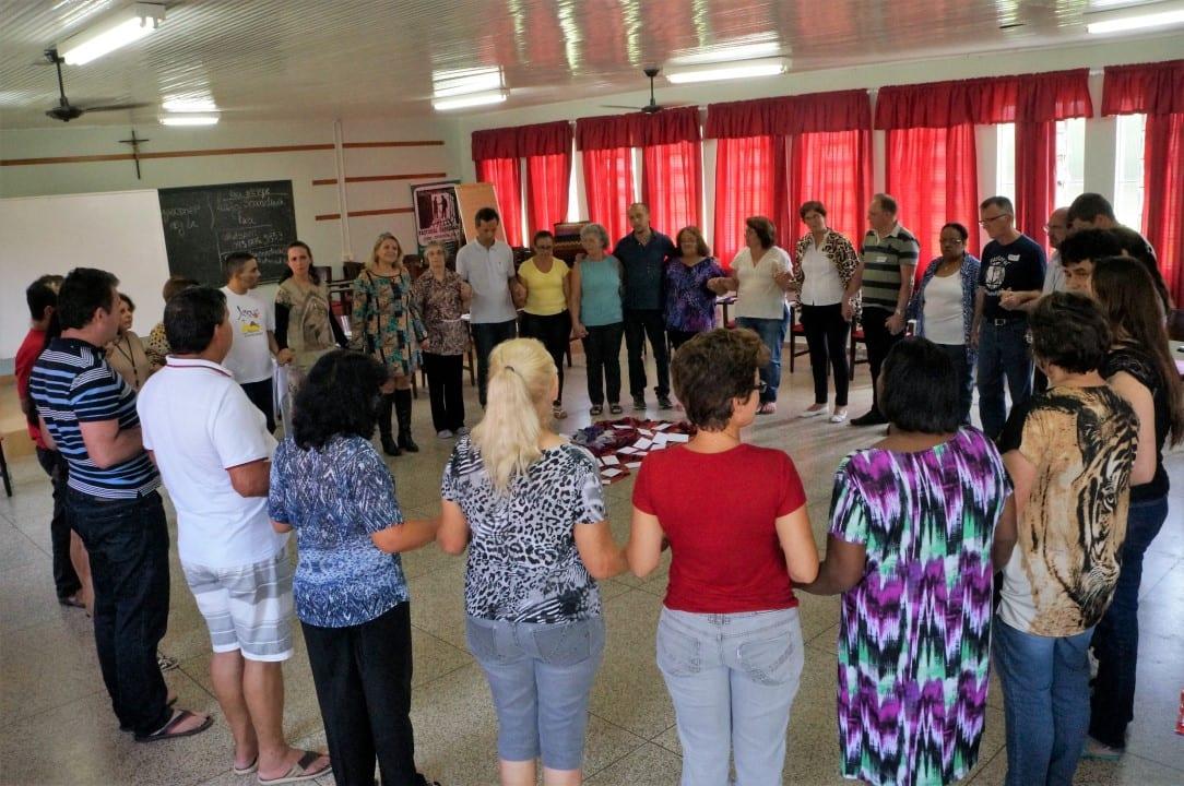 Os Círculos de Paz iniciam e terminam com pequenas celebrações lembram os objetivos e a conclusão do trabalho. (Foto: Marcelo Luiz Zapelini/Agência Sul 4)