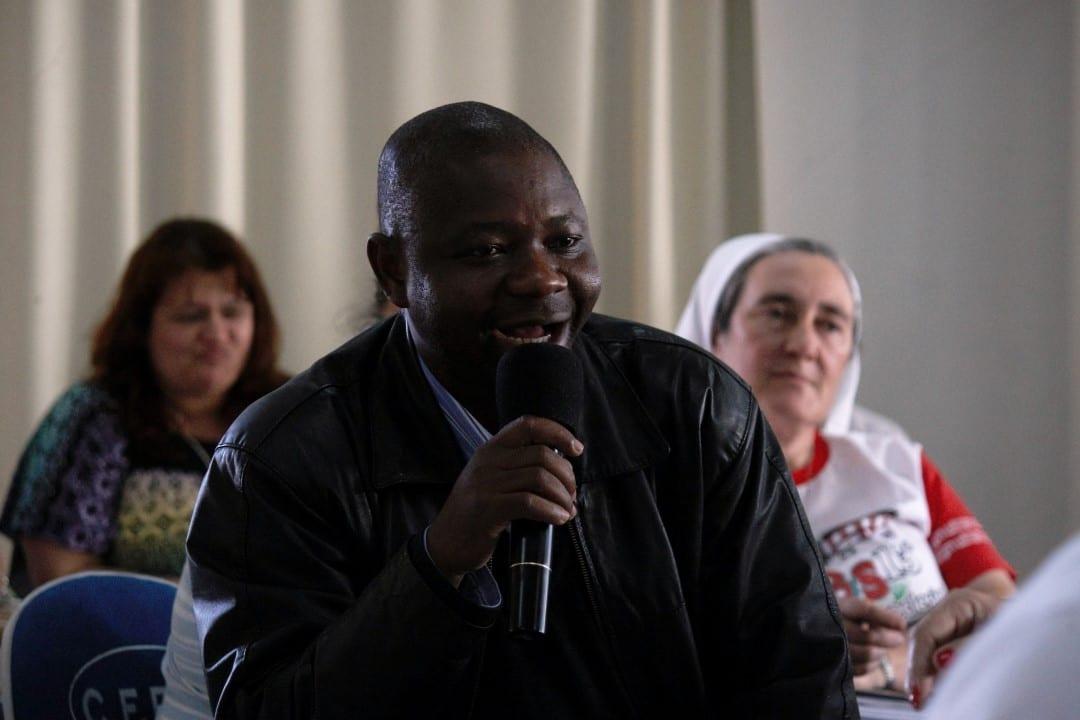 Padre Lucas, ex-seminarista haitiano, foi ordenado padre da Diocese de Joinville, depois de trabalhar por alguns meses em situação análoga a escravidão, na chegada a SC (Foto: Marcelo Luiz Zapelini/Agência Sul 4)