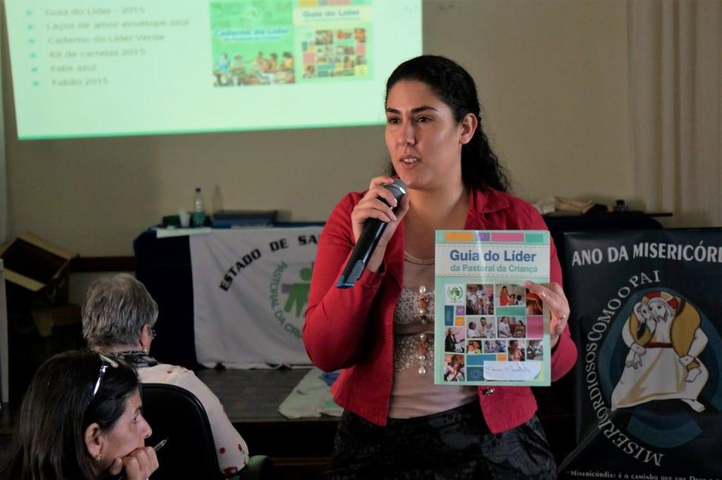 A nutricionista Marcia Moscatelli apresenta Guia do Líder 2015 que inclui novo método de avaliação nutricional (Foto: Marcelo Luiz Zapelini/Agência Sul 4)