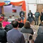 Dom Severino, de Caçador, dom Odelir e o assessor geral Carias, fazem a uma visita a primeira de uma série de 11 tendas, ao longo do dia, acompanhados do padre Marlo Tessaro, coordenador de pastoral da diocese. (Foto: Marcelo Luiz Zapelini/Agência Sul 4)