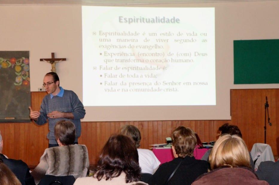 """De acordo com o padre André Luiz Giombelli, de Caçador, a """"saúde espiritual"""" deve ser trabalhada com a saúde do corpo. (Marcelo Luiz Zapelini/Agência Sul 4)"""