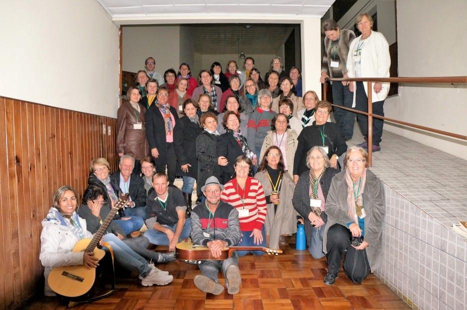 Agentes da Pastoral da Saúde e assessores de curso realizado em Lages, 03 e 04 de maio, posam para foto oficial. (Marcelo Luiz Zapelini/Agência Sul 4)