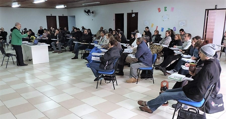 De acordo com o padre Luiz Alves de Lima, assessor da CNBB para a catequese, o processo de iniciação à vida cristã é desafiador e comprometedor. (Juliana Rodrigues/Diocese de Caçador)
