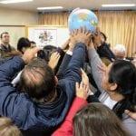 Na última mística, realizada ao lado da Catedral de Criciúma, delegados sinalizam compromisso com o planeta terra. (Marcelo Luiz Zapelini/Agência Sul 4 de Notícias)