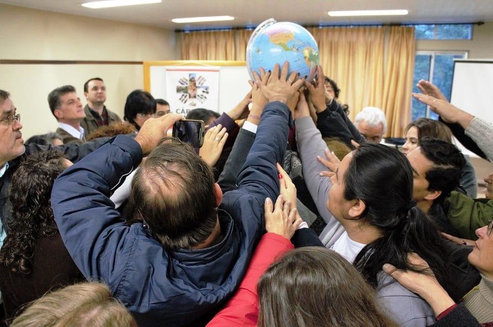 Mística lembra cuidado com a Terra. Delegados apresentaram compromisso de defender a vida ameaçada por interesses econômicos. (Marcelo Luiz Zapelini/Agência Sul 4)