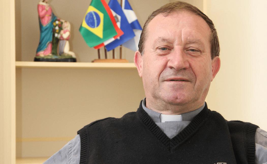 Padre Adenir José Ronchi assume a função até que novo bispo seja nomeado. (Diocese de Joinville/Divulgação)