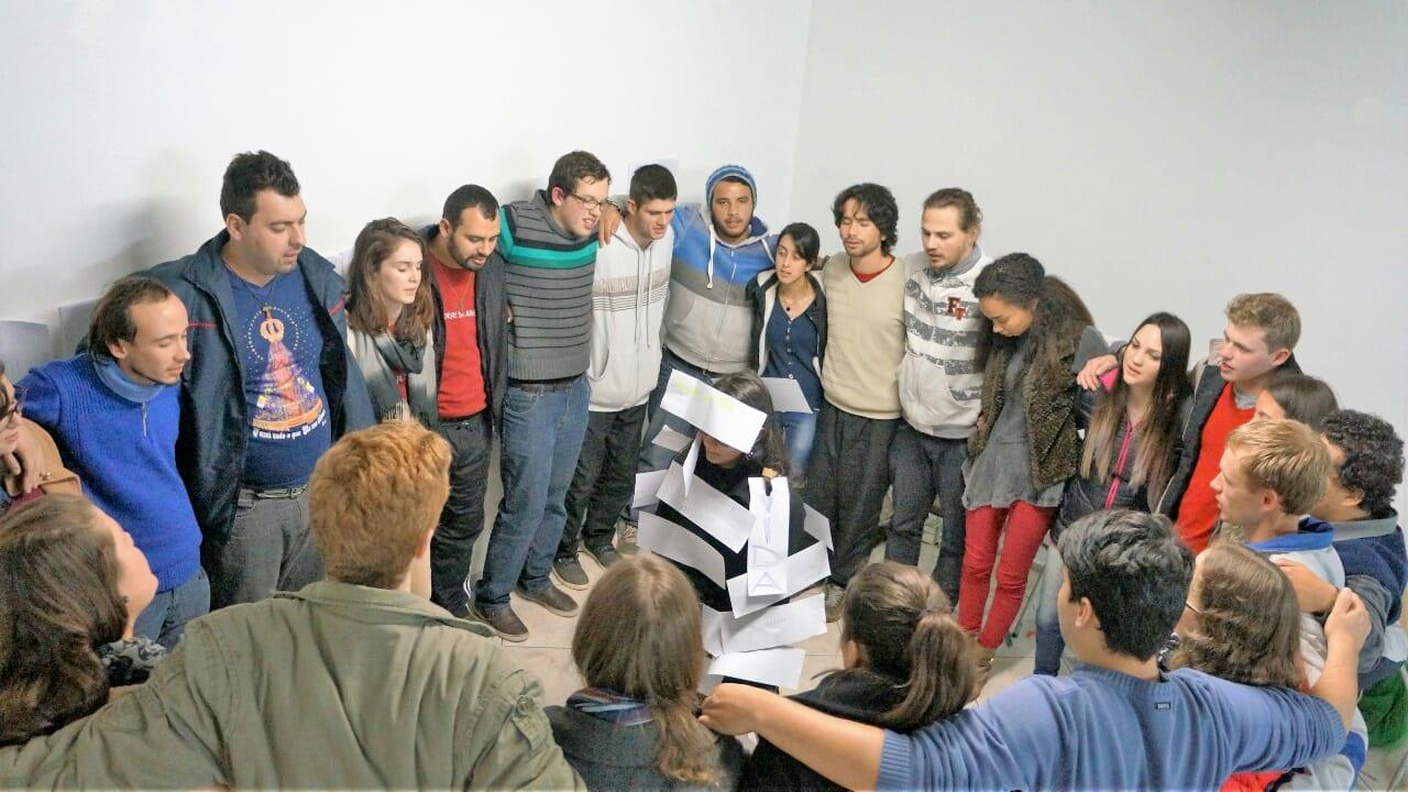 Aspectos da face de Deus são citados em dinâmica na escola para lideranças da PJ. (Marcelo Luiz Zapelini/Agência Sul 4)